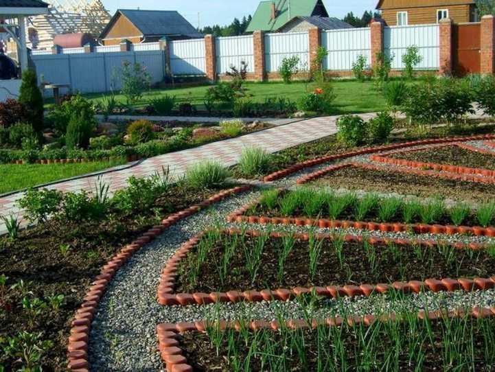 Чем огородить грядки на даче дешево