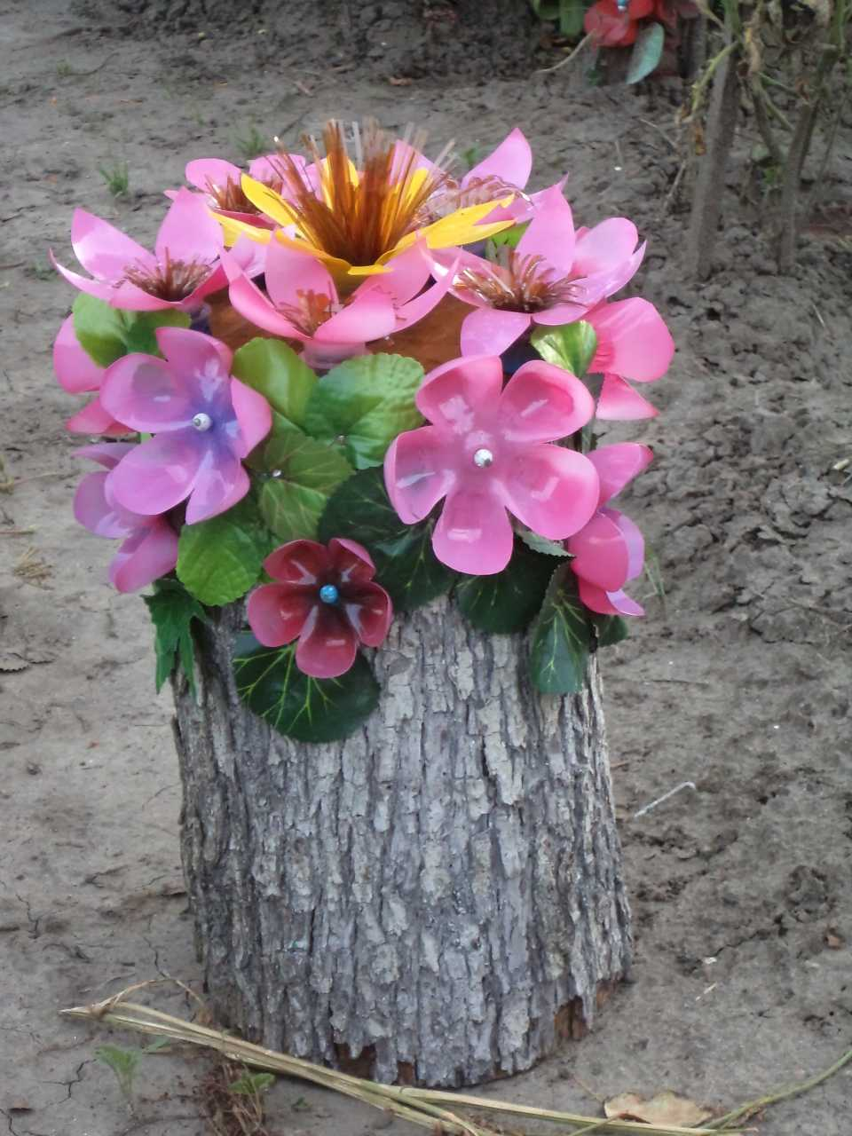 цветы из пластиковых бутылок своими руками фото назовем так
